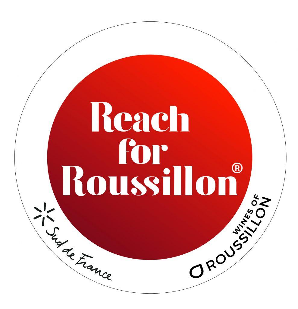 Roussillon, logo du Vignoble le plus méridional de France, situé dans les Pyrénées-Orientales aux portes de l'Espagne, le Roussillon est niché entre Méditerranée et montagnes.